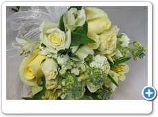 pale-yellow-and-cream-prom-flowers
